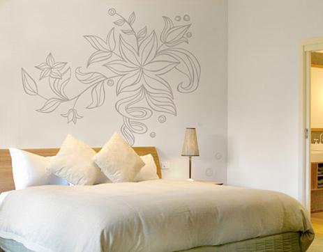 Рисунок на стене в спальне фото